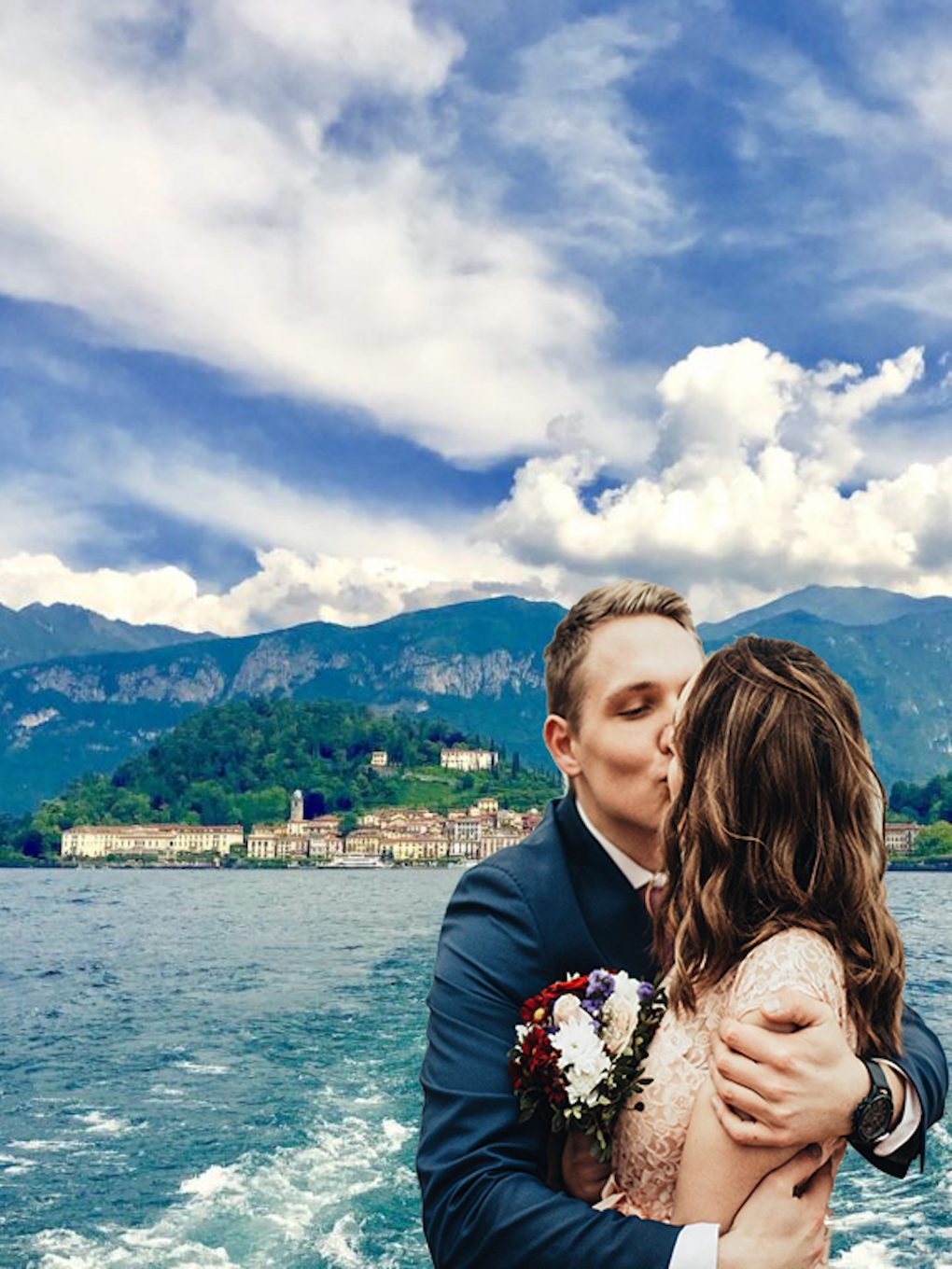 Couple kissing on Bellagio boat for their wedding in front of Bellagio