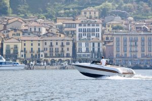 Boat hire with skipper in front of Bellagio Hotels